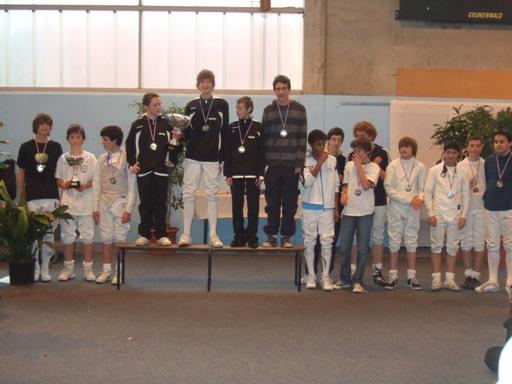 L'équipe 1 de l'ASBR sur la troisième marche du podium (à droite sur la photo)