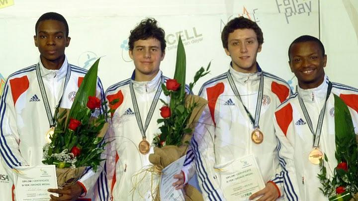 Jean-Paul TONY HELISSEY (à droite), médaillé de bronze par équipe